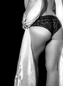 sensual-1317729_1280