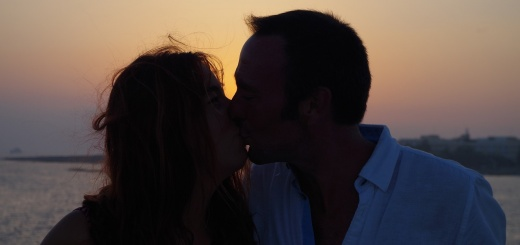 kiss-1638576_1280